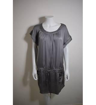 NEW LOOK SIZE 16 METALLIC GREY SMOCK DRESS New Look - Size: 16 - Metallics