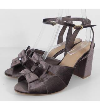 M&S Marks & Spencer Size: 7.5  Vintage Inspired Mink Brown Velvet Bow Sandals