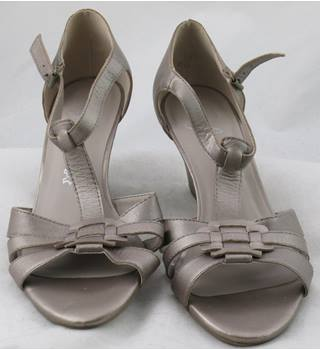 NWOT Footglove, size 5.5 metallic leather wedge heeled sandals