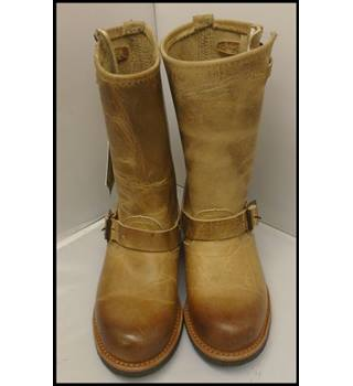 Fyre - Size: 4 - Brown - Boots