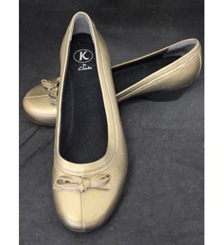 BNWOT - Clarks - Size: 5 - Bronze/Gold - Flat shoes