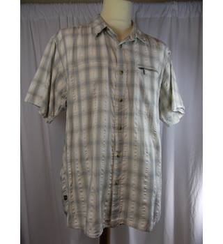 Mountain Life size XL shirt