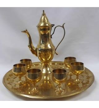 VINTAGE ENGRAVED SOLID BRASS ARABIC COFFEE POT, TRAY & SIX SMALL GOBLETS Unbranded