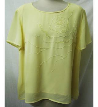Roman Originals - Size: 18 -Pale Yellow with pearl top