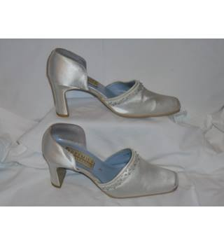 LOVELY BHS WEDDING SHOES, SIZE 3 BHS - Size: 3 - Cream / ivory - Court shoes