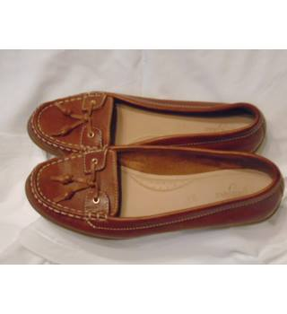 STYLISH FOOTGLOVE TAN BROWN LOAFERS, SIZE 6.5 Footglove - Brown