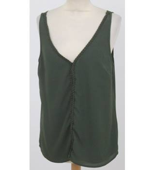 BNWT Oasis size: 14 green sleeveless top