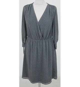 H&M - Size: 14 - Black with grey spotted scallop design 3/4 sleeves- Knee length dress