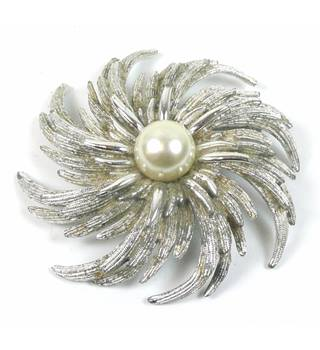 Vintage silver tone curves with faux pearl brooch