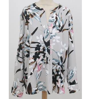 NWOT: M&S Size 28: Grey mix floral print tunic top