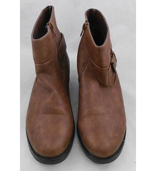 Cotton Traders brown ankle boots Size 4