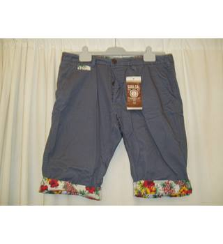 "BNWT SoulCal and Company  Size Large (W 34"") French blue slim leg shorts trimmed with Hawaaiin print"