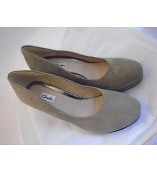 Clarks - Size: 5 - Beige - Slip-on shoes