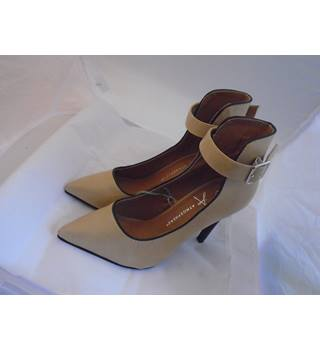Atmosphere - Primark - Size: 4 - Beige - Heeled shoes