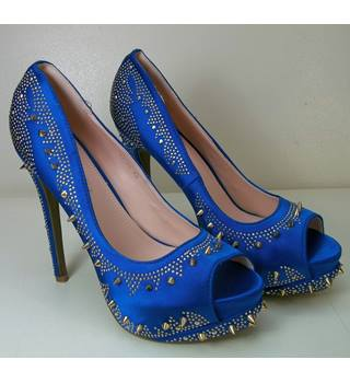 Blue Studded Stilleos Size 7 . euro 40. Via Giulia - Size: 7 - Blue - Heeled shoes