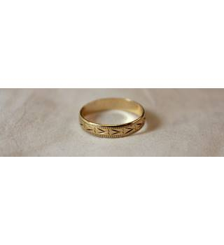 9 ct gold embossed Wedding ring