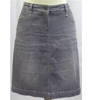 Fat Face size: 8 grey knee length skirt