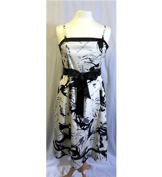 Klass Collection size: 14 black and white print strapless dress