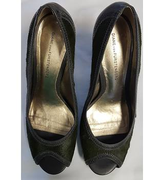 Diane von Furstenberg size 6 green peep toe shoes