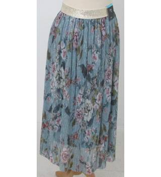 NWOT M&S  - Size: 22- Green with Shiny Floral pink Pattern Mid length with gold Waist band Skirt