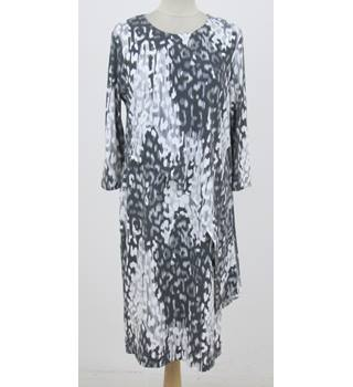 NWOT: M&S Size 12 Regular: Grey & cream mix side tie dress