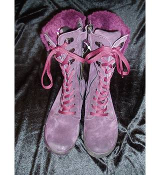 Primigi  Children's Size 12.5  Purple Gortex faux lace up boots with zips in sides. and faux fur trim