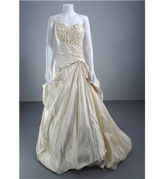 Anna Maier Size 8 Vanilla Ivory Strapless Wedding Dress with Rose Detail
