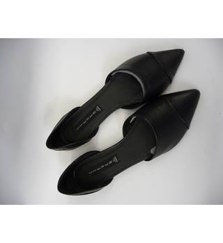 Steve Madden, size 8.5 black flat two-piece shoes