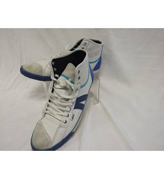 GLTH / Goliath size 11.5/45 white and blue trainers