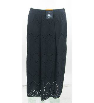 BNWOT - M&S Marks & Spencer - Size: 10 - Black - Knee length skirt
