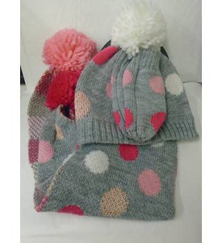new hat , glove scarf set age 18 - 36 months (L10)