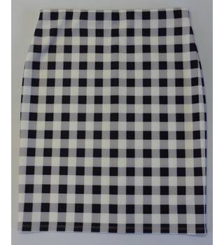 M&S Marks & Spencer size 16 white knee length skirt