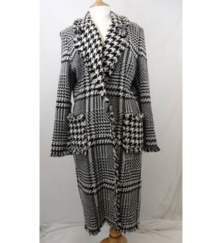 Michel Ambers - Size: 14 - Black and White Hounds Tooth - Ladies' 80% Wool Casual Jacket / Coat