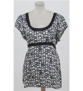 Tu Size: 16 black & white short tunic-dress