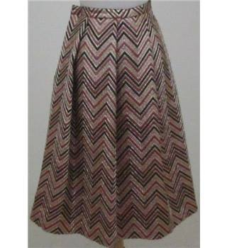 NWOT Per Una size: 14, gold/maroon metallic patterned skirt