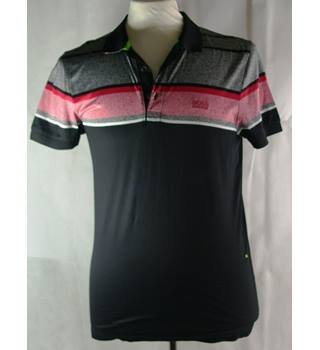 Hugo Boss size: M black/pink/grey t-shirt