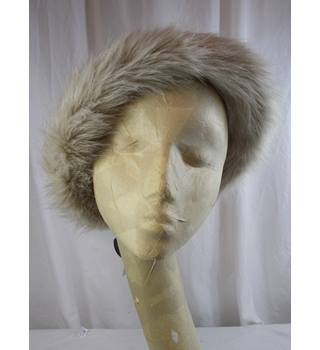 BNWT M&S collection size S-M winter hat