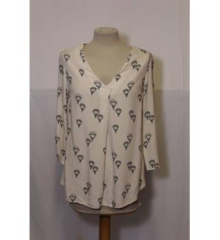 F&F Air Balloon Shirt F&F - Size: One size: regular - Cream / ivory - Long sleeved shirt
