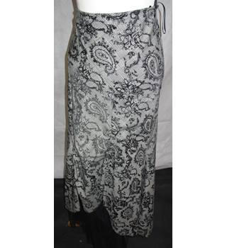 Per Una - Marks and Spencer - Long - Lined - Skirt - Gothic - Festival - Size 8 Long UK