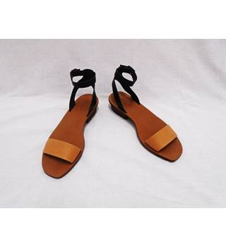 NWOT Madewell - Size 7.5 - Brown/Black Ankle Strap Sandals