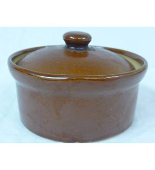 Small lidded casserole pot by Pearsons of Chesterfield
