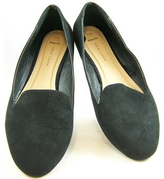 New Look size 7 black faux suede flat shoes