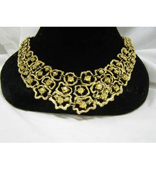 Necklace and earring set  gold eff3ect costume jewellery unknown - Size: Medium
