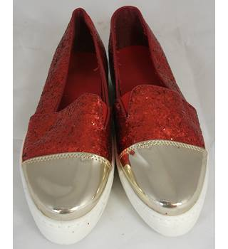 NWOT Unbranded, size 6 red glittery slip on shoes