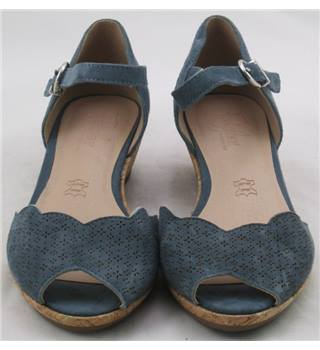 NWOT Footglove, size 3.5 blue suede wedge heeled sandals