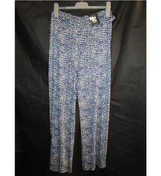 NWOT M&S Collection size 22 white with navy squares pattern wide leg with stretch trousers