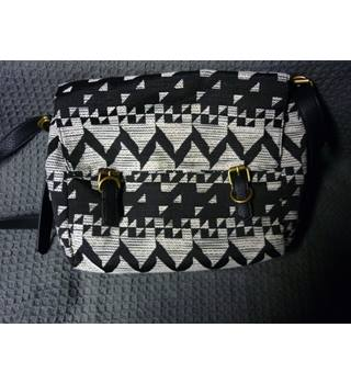M&S Marks & Spencer - Size: One size - Black - Cross body bag