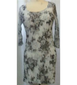 Forever 21 - Size: M - White and Grey Floral Evening Dress