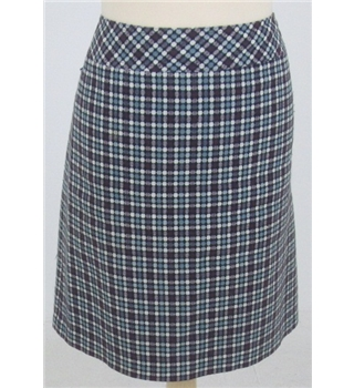Mantles size: 10 black, purple & white patterned knee length skirt