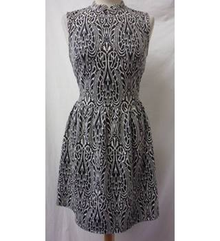 Atmosphere Size: 12 Black and White Patterned Skater Dress